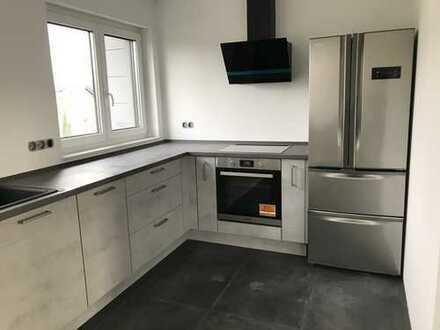 Karlstein-Dettingen: Neue, helle 2-ZW-Wohnung im Dach, große Gauben, hochwertige EBK, gr. Duschbad