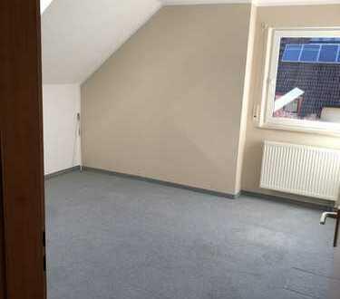 Gepflegte 3-Raum-Dachgeschosswohnung mit Balkon in Neustadt an der Aisch