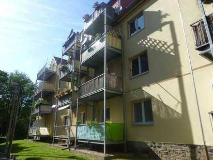 Ruhig gelegene, kleine 3 Raum DG-Wohnung mit Tageslicht-Küche/-Bad und Balkon