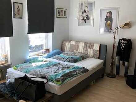 Gepflegte Wohnung mit zwei Zimmern sowie Balkon und EBK in Nürnberg Mögeldorf