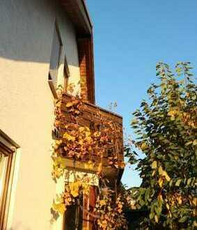 Schöne Doppelhaushälfte mit neuer Einbauküche ,Terrasse,Balkon sowie 2 Garagen in Gärtringen