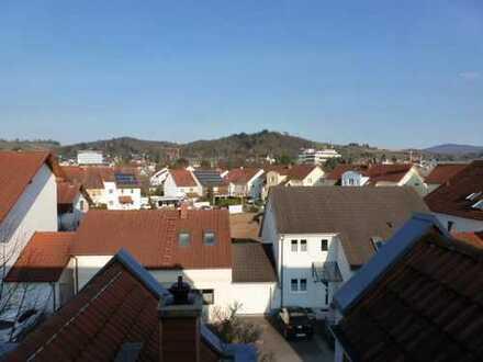 Gepflegte 3-Zimmer-Maisonette-Wohnung mit Balkon und EBK in Bensheim