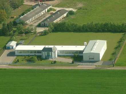 Produktions- und Lagerhalle mit Bürogebäude zu verkaufen