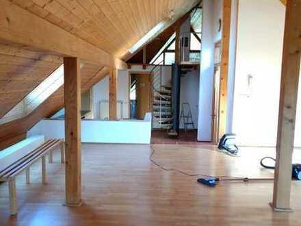 Moderne 2-Raum-Dachgeschosswohnung mit Balkon und Einbauküche in Reutlingen (Kreis)