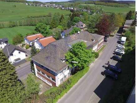 Bürohaus mit Nutzfläche und kleiner Wohnung in Wilnsdorf-Niederdielfen