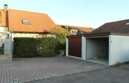 Schöne Doppelhaushälfte mit einer neuen EBK auf Wunsch,Terrasse,Balkon sowie 2 Garagen in Gärtringen