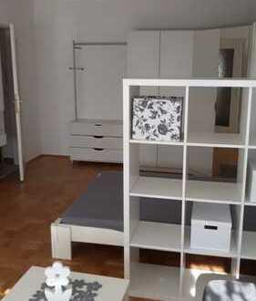 Stilvolle, gepflegte 1-Zimmer-Wohnung mit Balkon und Einbauküche in München/Laim