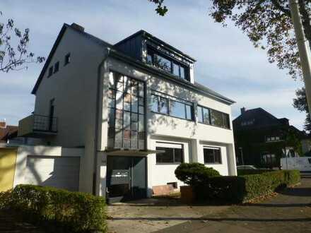 Herrschaftliche Etagenwohnung im 2. OG in stilvoller Villa in Feudenheim!