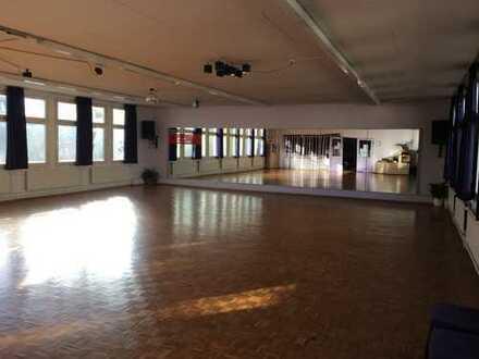 Tanzsaal mit Küche und Nebenräume