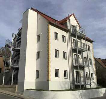 Helle Dachgeschosswohnung; Erstbezug nach Sanierung: schöne 4-Zimmerwohnung