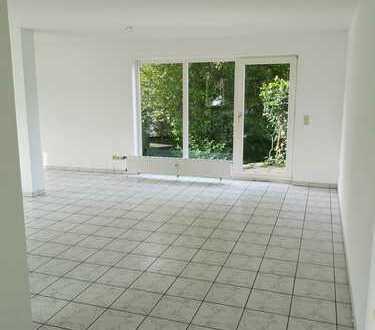 Große 3-Zimmer Wohnung mit Tiefgaragenstellplatz
