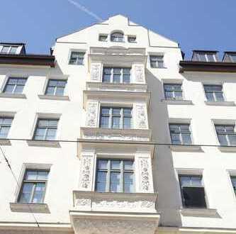 Zentrum/Maxvorstadt: Große Altbauwohnung mit Westbalkon