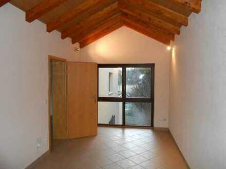 *Wunderschöne 4 ZKB mit Balkon, Einbauküche und Stellplatz*