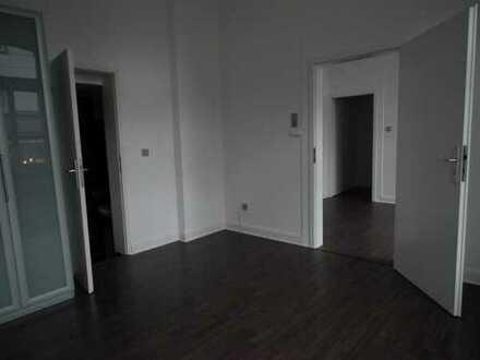 Kleines Apartment in renoviertem Altbau