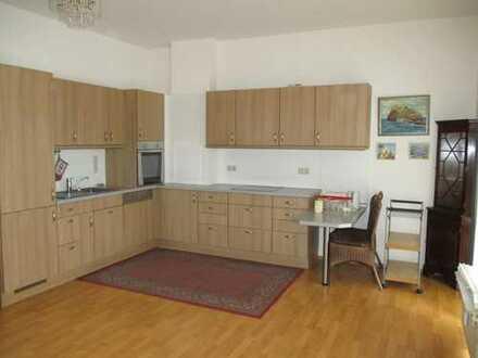 Helle 2-Zimmer ETW mit großem Wohnzimmer und offener Küche in guter Lage / bezugsfrei !!!