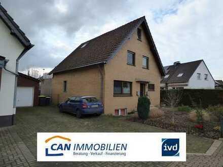 Freistehendes Zweifamilienhaus mit schönem Garten und sehr großer Dachterrasse in Duisburg Baerl
