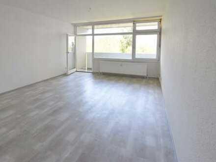 Schöne 1-Zimmer-Wohnung mit Kochnische u. Balkon in MZ-Marienborn