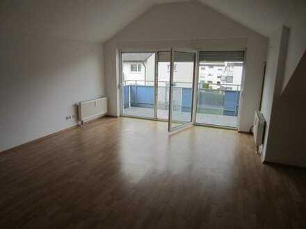Plüderhausen ,sehr schöne 3 Zi DG Wohnung mit Balkon, 90qm, EBK und Garage