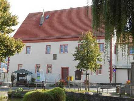 Mit historischem Flair! Neu renovierte 2 Zi-Wohn. mit Küche und Terrasse