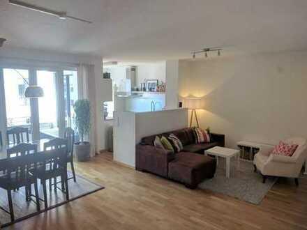 Exklusive, neuwertige 4-Zimmer-Wohnung mit Balkon und EBK in Düsseldorf