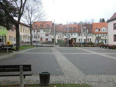 Einfamilienhaus mit stattlichem Nebengebäude (ca. 200 m²) im Zentrum von Bad Sulza (Marktplatz)