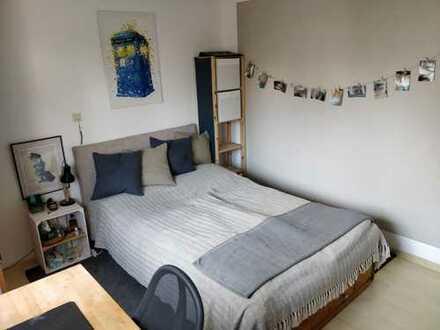 Helles WG Zimmer in großer 107qm Wohnung, EBK, 2 Balkone, Tiefgarage, Keller, Zentrale Lage