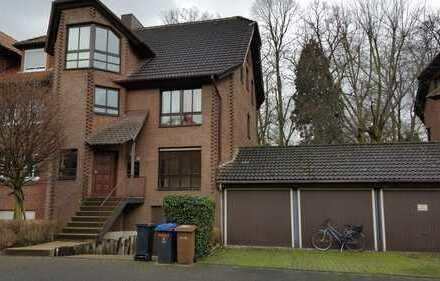 Junkersdorf - Gemütliche Wohnung mit Kamin,Gartennutzung,Wannenbad,Gäste-WC,Garage, Ruhiglage.