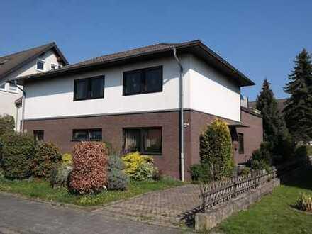 Freistehendes Familienhaus mit Einliegerwohnung und Garage in ruhiger Lage vor den Toren Bonns