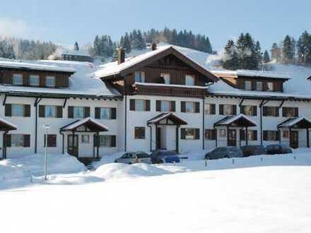 Exklusive, neuwertige 2-Zimmer-Ferienwohnung mit TG in Steibis/Oberstaufen direkt am Lift.