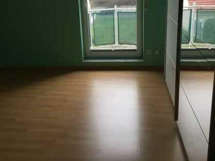 Stilvolle, gepflegte 2-Zimmer-Dachgeschosswohnung mit Balkon und Einbauküche in Hainburg