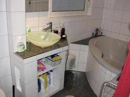 Nette 3er WG in Stuttgart Stammheim sucht Mitbewohner/in -Zimmer ist hell, unmöbliert und mit guter