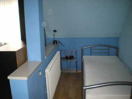 1 Zimmer möbl. 35qm in Einfam. Haus / Bad + Küche gemeinsam