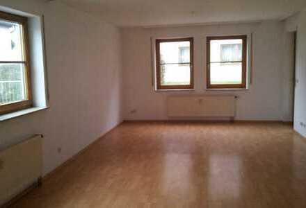 Gepflegte 2-einhalb-Zimmer-EG-Wohnung mit Terrasse und EBK in Herrenberg