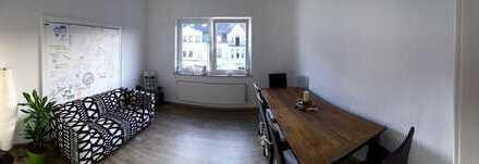 Zimmer in WG mit Extra Wohnzimmer - Küche - Bad