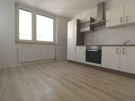 Sanierung 2020! Gut geschnittene Wohnung mit Einbauküche und Balkon. Auch WG geeignet!