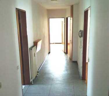 Günstige, vollständig renovierte 4-Zimmer-DG-Wohnung mit Balkon in Nabburg