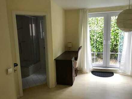 Möbliertes Zimmer mit eigenem Bad in modernem Doppelhaus Nähe Laupheim, an Wochenend-Heimfahrer(in)