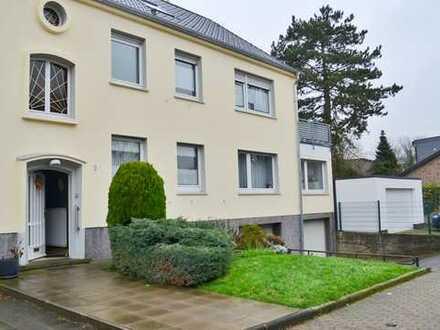 Schmuckstück in bevorzugter Lage: Großzügige DHH (ca. 330m²) mit ELW & 3 Garagen in Bochum-Grumme