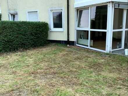 Vollständig renovierte 2-Zimmer-Terrassenwohnung mit Terrasse und EBK in Plauen