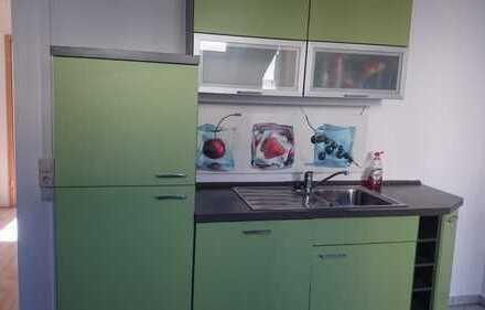Gepflegte 4-Zimmer-DG-Wohnung mit Balkon und Einbauküche in Meissen