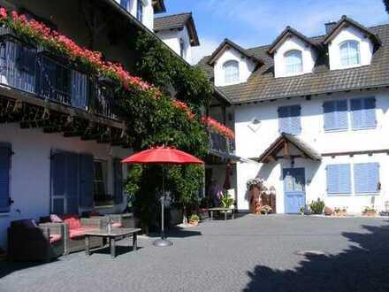 Villa mit Traumgarten und mit Nebengebäude in Stadtmitte von Selters (Taunus)