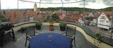 Gepflegte 4-Zimmer-DG-Wohnung mit Aufzug und Balkon sowie EBK in Endingen