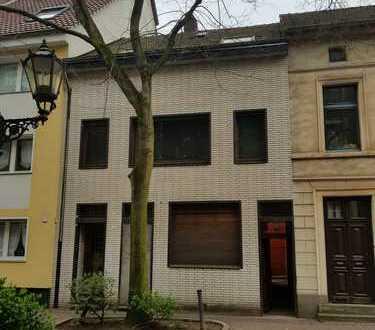 Komplett sanierungsbedürftiges Haus mit viel Potenzial für kleines Geld!