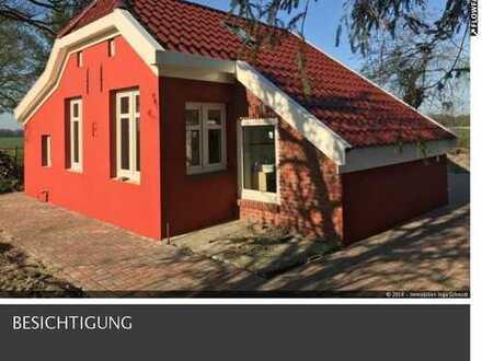 Klein, aber fein ...! Kernsaniertes Fehnhaus (40m²) mit großem Grundstück & 2 Pferdeboxen!