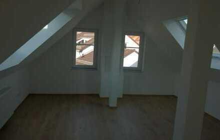 2-Zimmer-DG-Whg: Über den Dächern von Frankfurt mit Skyline-Blick