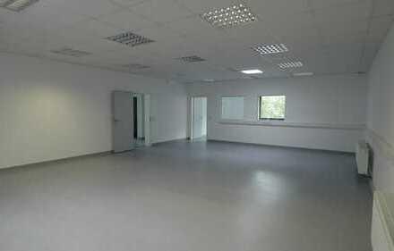 Vielseitiges Büro- und Lagergebäude in Wuppertal-Cronenberg