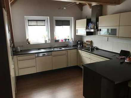 Günstige, neuwertige 6-Zimmer-DG-Wohnung mit Balkon und EBK in Bischofsheim