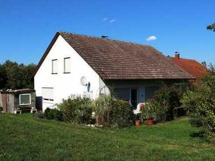 In idyllischer Lage! Schöne Doppelhaushälfte mit ausbaubarem Dachgeschoss