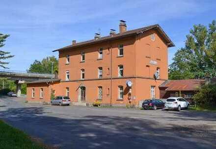 Sie suchen die etwas andere Immobilie? Lukratives Bahnhofsgebäude in Reuth zu verkaufen!