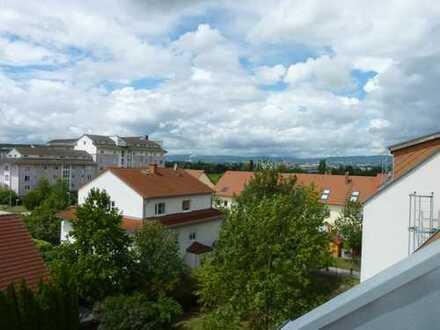 Mainz-Kastel: Moderne Maisonettewohnung mit Küche, gemütlicher Dachterrasse und TG-Stellplatz!